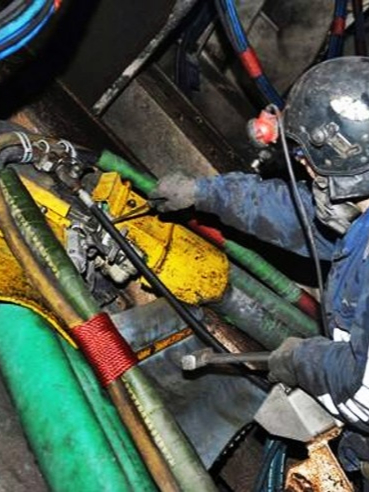 西山煤电(集团)有限责任公司使用气动架柱式钻机