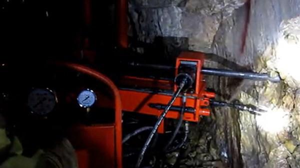 110工法切顶钻机配置实施方案