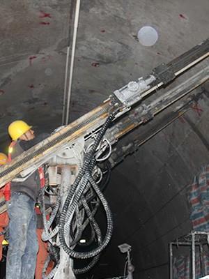 兖矿集团(山西煤矿)定制煤矿用深孔液压钻车