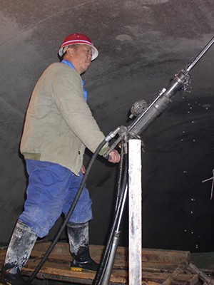 汾西矿业集团水峪煤矿选购架柱式液压回转钻机
